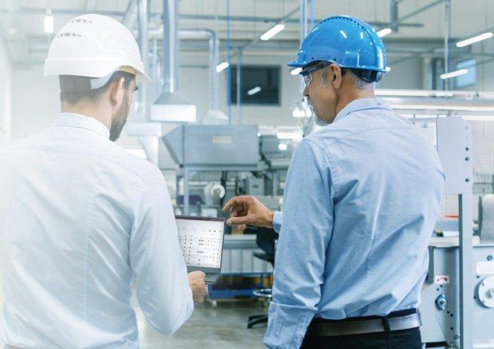 Ingénieurs intervenant sur un projet industriel